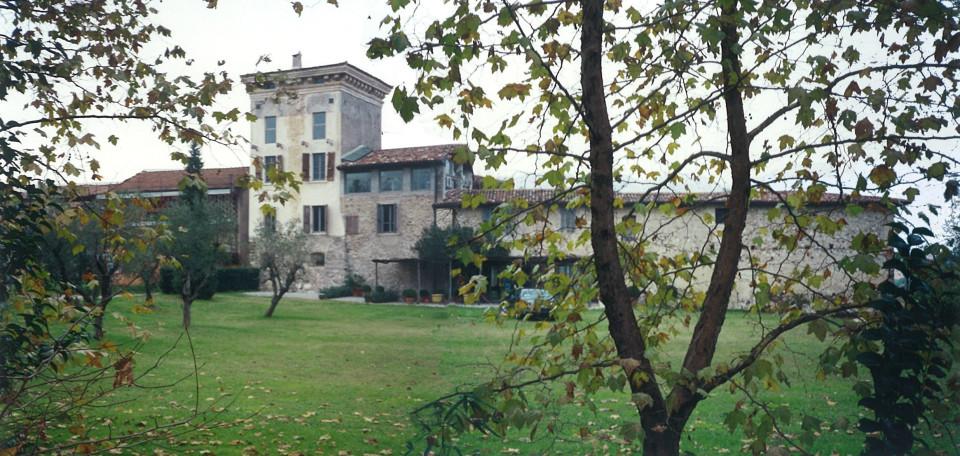 Borgo di Monteacuto, edificio storico