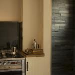 Particolare cucina e ingresso doccia