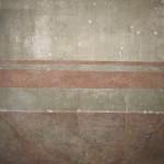 Particolare, zoccolo a finto marmo delle pareti della sala camino