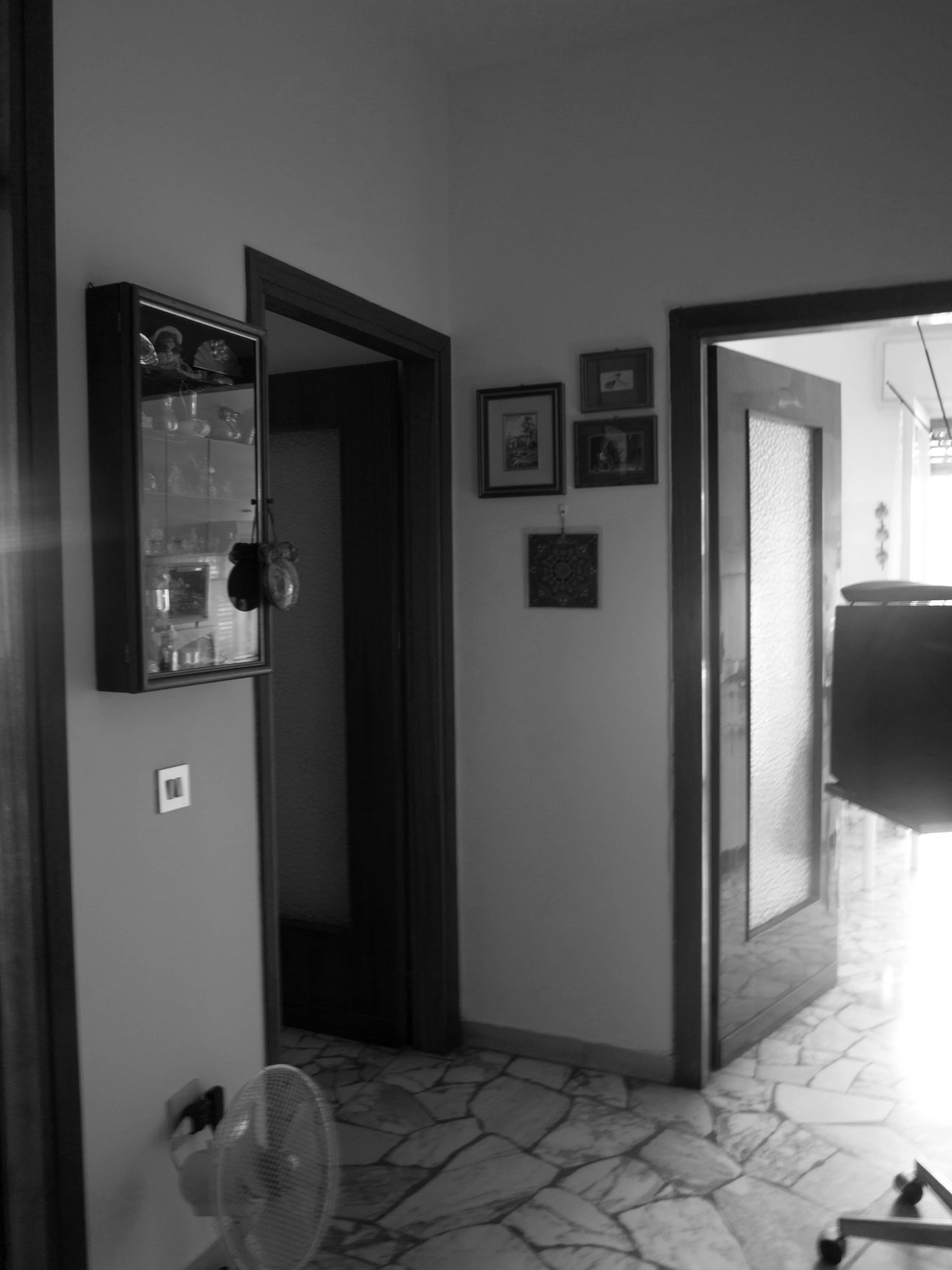 Ristrutturazione appartamento anni \' 70 Vista prospettica verso il ...